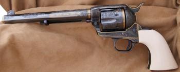 Colt SAA [online]. źródło: http://www.engravingtransfers.com/les_schowe_colt_45_saa_3.html