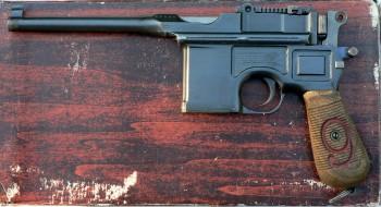 Pistolet Mauser Model C96 [online]. źródło: https://pl.wikipedia.org/wiki/Mauser-Werke_Oberndorf_Waffensysteme_GmbH