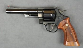 Smith & Wesson model Model 25-5 DA [online]. źródło: http://www.icollector.com/Smith-Wesson-Model-25-5-DA-revolver-45-Colt-cal-6-barrel-blue-finish-checkered-medallion_i11015638