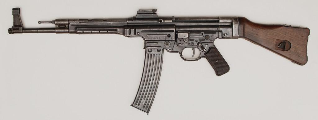 <b>Karabin automatyczny Sturmgewehr 44</b> [online]. <i>źródło: http://www.muzeumwp.pl/emwpaedia/karabin-automatyczny-sturmgewehr-44.php</i>
