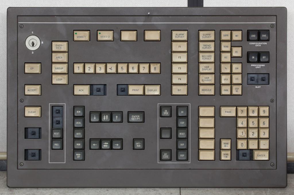 Textures.com. Buttons0150 [online]. source: http://www.textures.com/download/buttons0150/46667